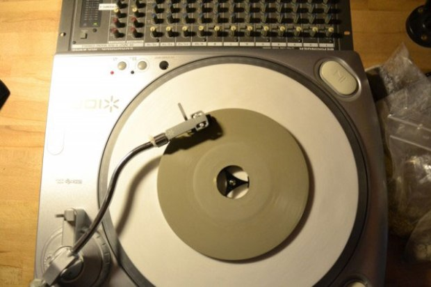 vinyle-beton-Ricardo-Kocadag-I-Can-t-Get-No-Satisfaction-Rolling-stones-02