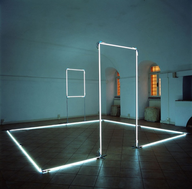 inspirationsgraphiques-graphisme-architectures-lumineuses-Massimo-Uberti-art-installations-lumière-objets-structures-Brescia-04