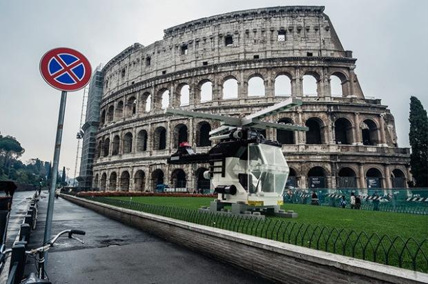 inspirationsgraphiques-architecte-photographe-domenico-franco-photomontages-lego-lamborghinis-helicopteres-bulldozers-tgv-02