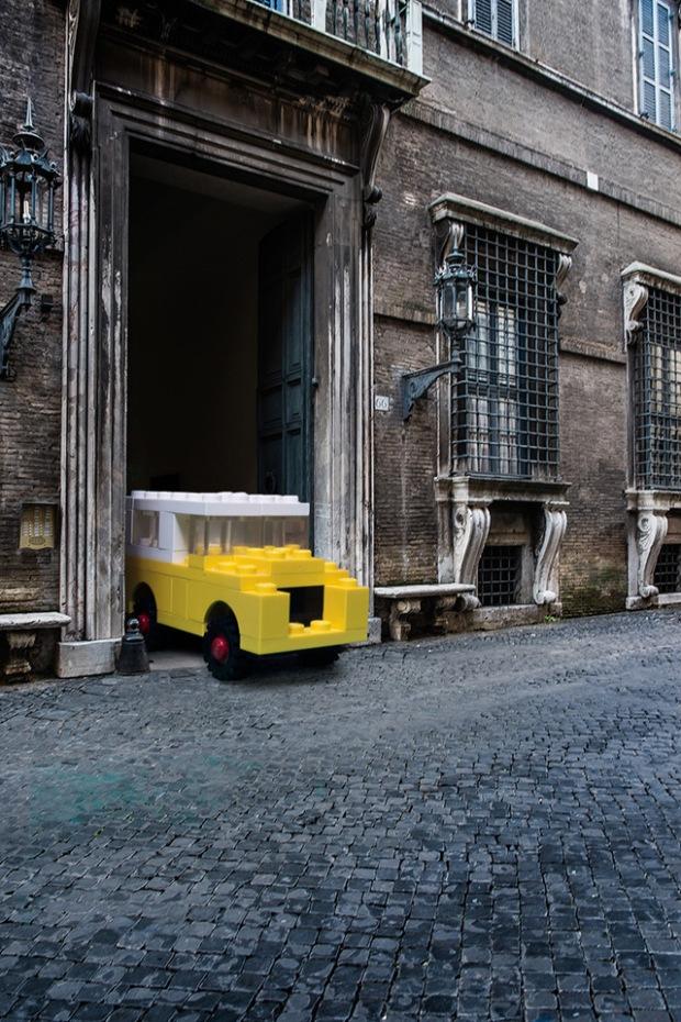 inspirationsgraphiques-architecte-photographe-domenico-franco-photomontages-lego-lamborghinis-helicopteres-bulldozers-tgv-06