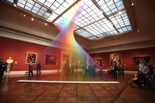 inspirationsgraphiques-toledo-museum-of-art-artiste-gabriel-dawe-installation-fil-broder-multicolore-arc-en-ciel-plexus-no35-01
