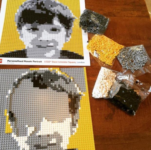 inspirationsgraphiques-photo-pixel-pixelart-londres-lego-store-mozaic-maker-cabine-photomaton-photo-pieces-portrait-03