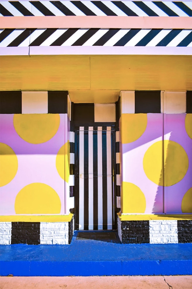 Inspirationsgraphiques-Camille-Walala-Creative-House-Justkids-station-service-oeuvre-monumentale-graphique-Fresque-streetart-Walalapumpgo-style-pop-art-applique-05
